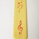 Cravate fond jaune, impression notes de musique en rouge (membres chorale)