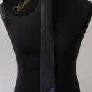 cravate slim tissée jacquard, personnalisée avec le sigle de l'association etudiante