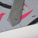 Coordonné cravate et écharpe, fond gris, motif rose et noir, (compagnie de transport)