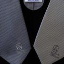 Cravates en soie grises tissées jacquard, logo brodé en base, cadeaux protocolaire université